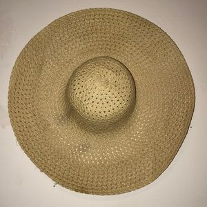 Accessories - Beige floppy hat
